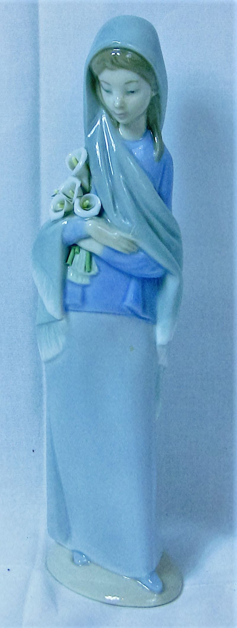 Lladro Spanish Porcelain Figure Girl with Lillies